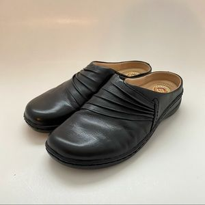 Earth Spirit Ellie Brown Leather Clogs Size 7